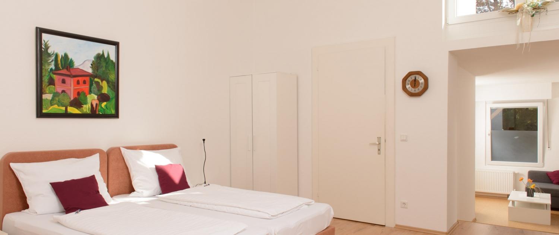 Ob Standard, Komfort, Suite oder Familienzimmer: Bei uns wohnen Sie immer in modernen und komfortabel ausgestatteten Zimmern.